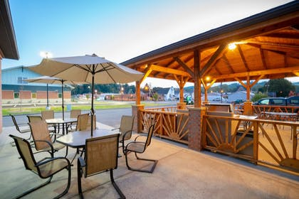 Terrace/Patio | Holiday Inn Express Hotel & Suites ELKINS