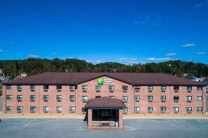 Exterior | Holiday Inn Express Hotel & Suites ELKINS