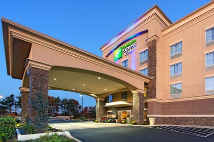 Exterior | Holiday Inn Express Hotel & Suites Cookeville