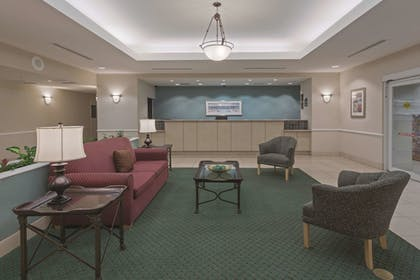 Lobby | La Quinta Inn & Suites by Wyndham Fort Myers Airport