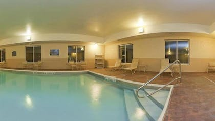 Indoor Pool | Holiday Inn Express Hotel & Suites Frankfort