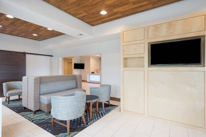 Lobby | Holiday Inn Express Hotel & Suites Frankfort