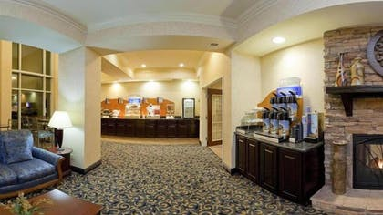 Breakfast Area | Holiday Inn Express Hotel & Suites Frankfort
