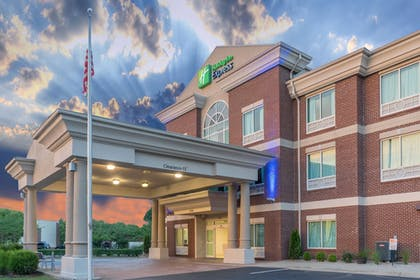 Featured Image | Holiday Inn Express Hotel & Suites Frankfort