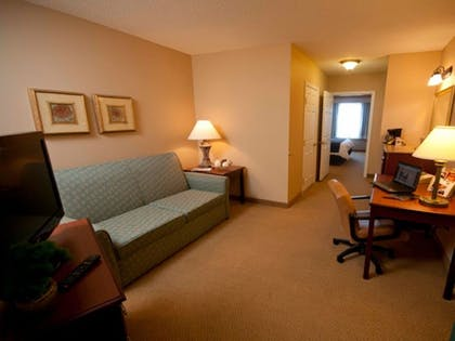 Living Room | Town & Country Inn and Suites