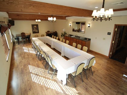 Meeting Facility | Town & Country Inn and Suites