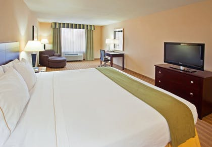 Guestroom | Holiday Inn Express Hotel & Suites River Park