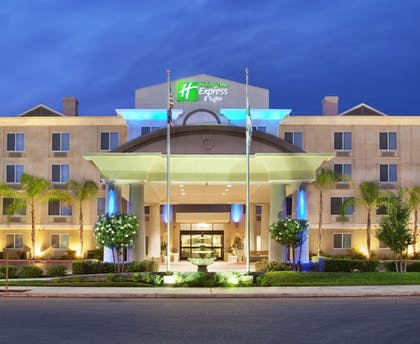 Exterior | Holiday Inn Express Hotel & Suites River Park