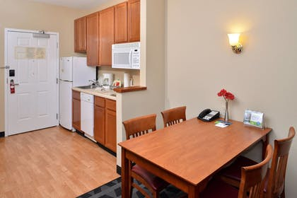 Guestroom | TownePlace Suites by Marriott Sacramento Cal Expo