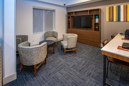 Lobby Sitting Area | Holiday Inn Express Hotel & Suites Roseville-Galleria Area