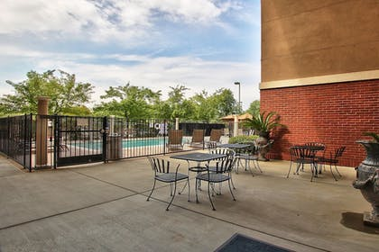 Property Grounds | Holiday Inn Express Hotel & Suites Roseville-Galleria Area