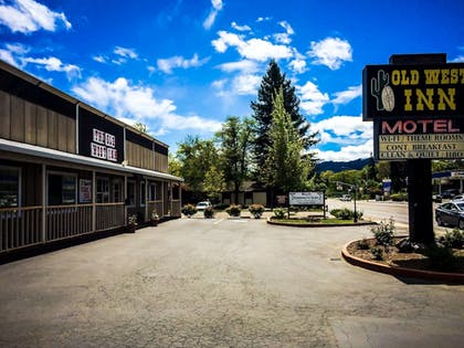 Exterior | The Old West Inn