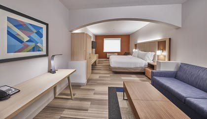 Guestroom | Holiday Inn Express Hotel & Suites Medford-Central Point