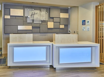 Lobby | Holiday Inn Express Hotel & Suites Medford-Central Point