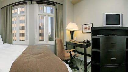Guestroom | The Sofia Hotel
