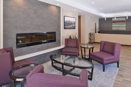 Lobby Sitting Area | Best Western Plus Hotel At The Convention Center