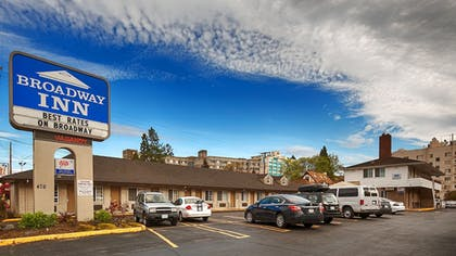 Hotel Entrance | Travelodge by Wyndham Eugene Downtown/University of Oregon