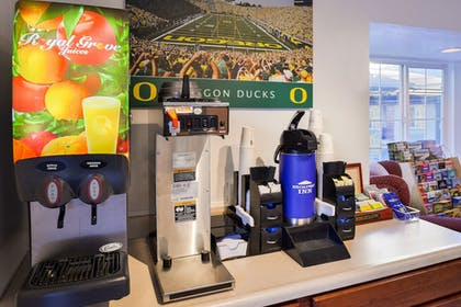 Breakfast Area | Travelodge by Wyndham Eugene Downtown/University of Oregon