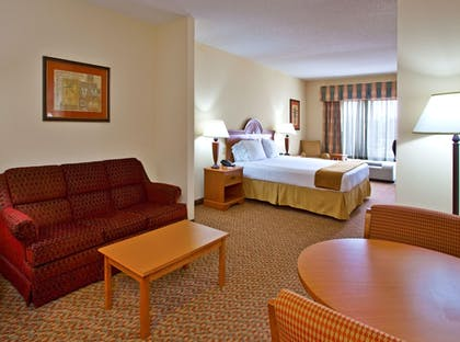 Guestroom | Holiday Inn Express Hotel & Suites Spring Hill