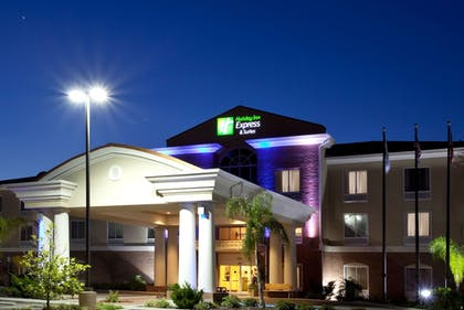 Featured Image | Holiday Inn Express Hotel & Suites Spring Hill