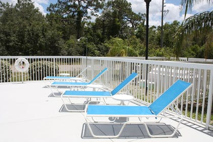Sundeck | Holiday Inn Express Hotel & Suites Spring Hill