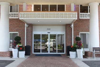 Exterior | Holiday Inn Express Hotel & Suites Spring Hill