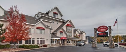 Hotel Front | Cherry Tree Inn & Suites