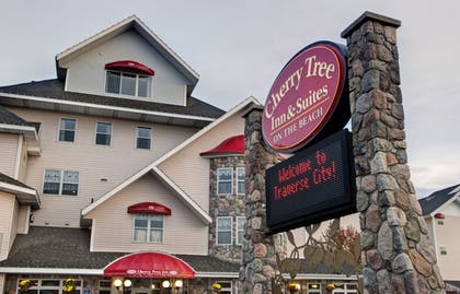 Exterior | Cherry Tree Inn & Suites