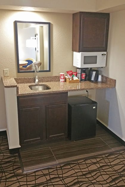 In-Room Kitchenette | Cherry Tree Inn & Suites