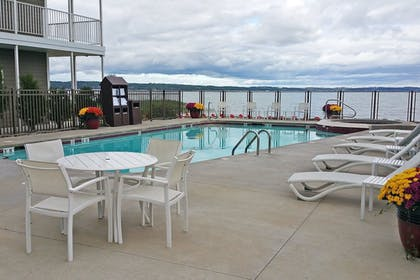 Outdoor Pool | Cherry Tree Inn & Suites