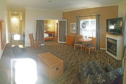 Living Area | Cherry Tree Inn & Suites