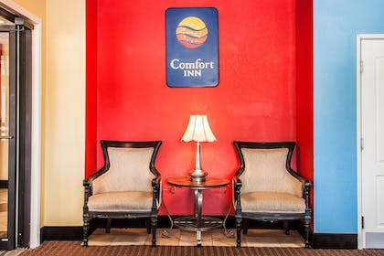 Lobby Sitting Area | Comfort Inn & Suites