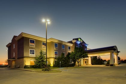 Exterior | Holiday Inn Express Hotel & Suites Vernon College Area