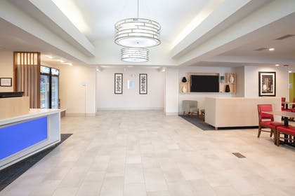 Lobby | Holiday Inn Express Hotel & Suites Longmont