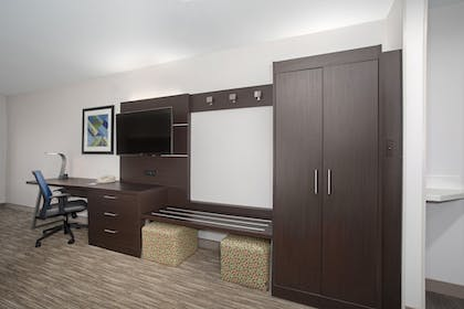 Guestroom | Holiday Inn Express Hotel & Suites Longmont