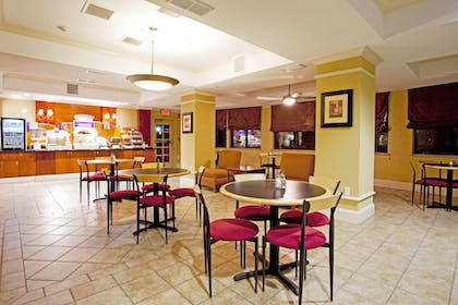 Restaurant | Holiday Inn Express Hotel & Suites Quincy I-10