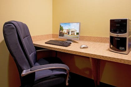 Business Center | Holiday Inn Express Hotel & Suites Quincy I-10