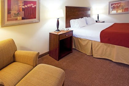 Room | Holiday Inn Express Hotel & Suites Quincy I-10