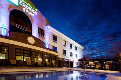 Exterior | Holiday Inn Express Hotel & Suites Quincy I-10
