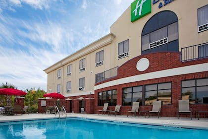Pool | Holiday Inn Express Hotel & Suites Quincy I-10