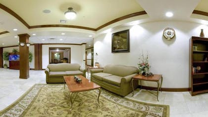 Lobby Sitting Area | Holiday Inn Express & Suites Levelland