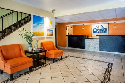 Lobby | Days Inn & Suites by Wyndham Stevens Point