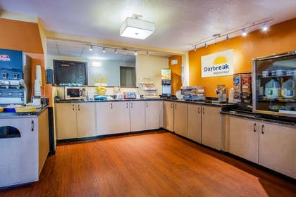 Breakfast Area | Days Inn & Suites by Wyndham Stevens Point