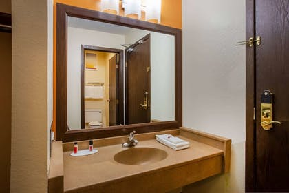 Bathroom | Days Inn & Suites by Wyndham Stevens Point
