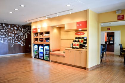Breakfast Area | TownePlace Suites by Marriott Quantico Stafford