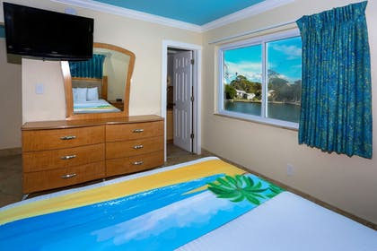 | Deluxe Two Bedroom Suite: 2 Queen Beds and 1 Sleeper Sofa | Bay Palms Waterfront Resort - Hotel and Marina