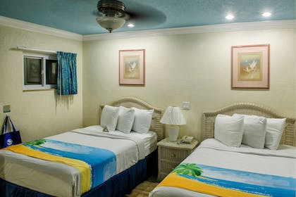 Guestroom | Bay Palms Waterfront Resort - Hotel and Marina