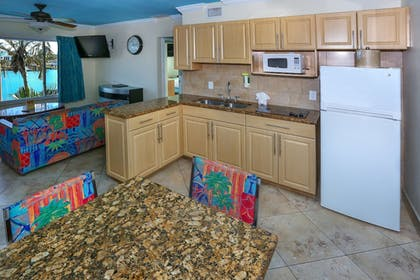 In-Room Kitchen | Bay Palms Waterfront Resort - Hotel and Marina
