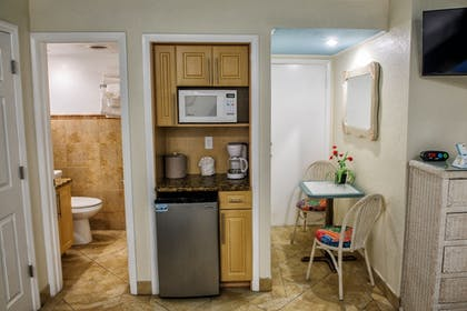 In-Room Kitchenette | Bay Palms Waterfront Resort - Hotel and Marina