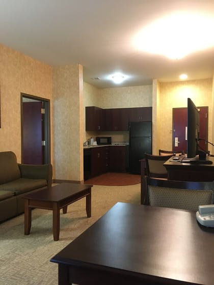 Private Kitchenette | Holiday Inn Express Bethlehem Airport - Allentown Area